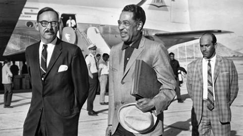 Duke Ellington llega a Kabul (Afganistán). 1963. (imagen extraída de: http://blogs.elpais.com/planeta-manrique/2012/12/aventuras-del-duque-por-oriente.html)